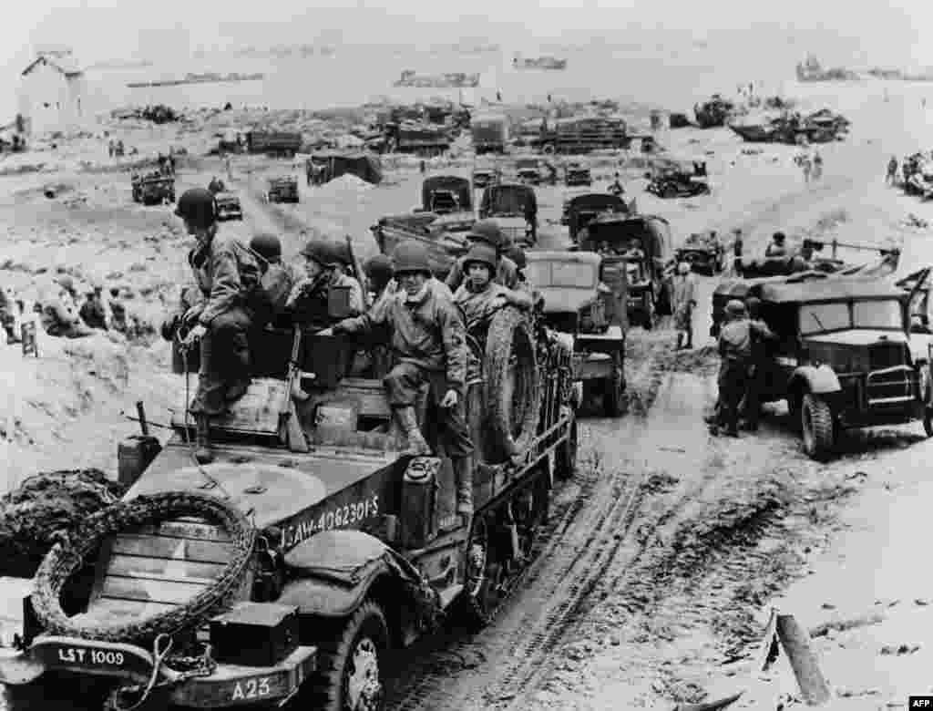 Франція. Прибуття французького спецназу 6 червня 1944 року, після того, як союзні війська почали штурм у Нормандії під час Дня «Д»