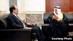 المالكي مستقبلاً سفير الكويت علي المؤمن في بغداد