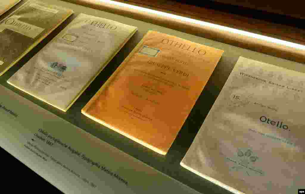 "Versions in multiple languages of the opera ""Othello"" at an exhibition in Berlin"