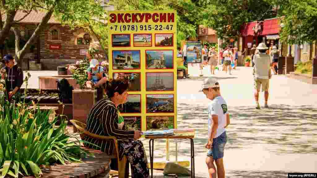 Можно купить билеты на конные и морские прогулки, квадроциклы, пещеры и поездки в Алупку, Бахчисарай, Ялту, Севастополь. 