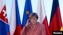 Ангела Меркель (на встрече с «Вышеградской четверкой» (Варшава, 26 августа 2016 года)