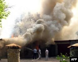 Лугкнчане тушаць пажар пасьля трапляньня ракеты