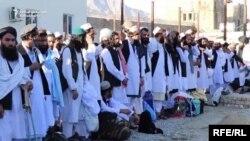 د افغانستان حکومت وايي چې تر اوسه د طالبانوتر ۲۰۰۰ زیات بندیان خوشې شوي او د ۱۰۰۰ نورو پر خوشې کېدو هم بحث روان دی.