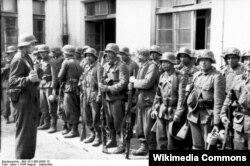 111-ci batalyonun azərbaycanlı əsgərləri Varşava üsyanı zamanı, 1944