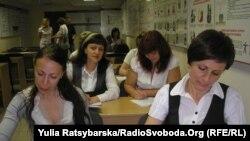В навчальній аудиторії залізничників, Дніпропетровськ, 30 травня 2011 року