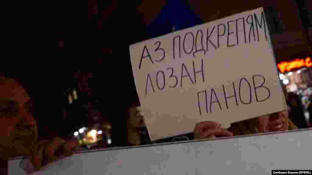 Шествието защити председателя на Върховния касационен съд (ВКС) Лозан Панов. Според хората ВКС е единственият гарант за точното и еднакво прилагане на законите, но в момента се подготвя процедура по отстраняване на Панов.