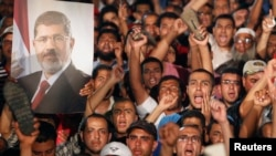 Президенттіктен шеттетілген Мұхаммед Мурсидің жақтастары наразылық танытып тұр .Каир, 3 шілде 2013 жыл.
