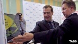 """Премьер-министр России Дмитрий Медведев и глава компании """"Газпром"""" Алексей Миллер"""