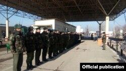 Контрольно-пропускной пункт «Достук» на государственных границах Узбекистана и Кыргызстана. 19 января 2016 года.