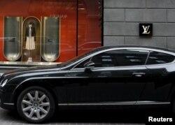 Акбар Абдуллаевга қарашли Bentley Латвияда 2006 йилда рўйхатга олинган энг қиммат машина эди