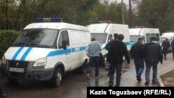 Полицейские микроавтобусы в Алматы. Иллюстративное фото.