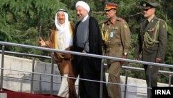 امير الكويت الشيخ صباح الأحمد الصباح ورئيس إيران حسن روحاني في طهران.