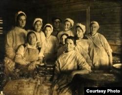 Спецпоселенцы работницы Толстоносовского рыбзавода