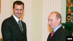Президент Сирии Башар Асад (слева) и президент России Владимир Путин (справа) на встрече в Москве в 2006 году.