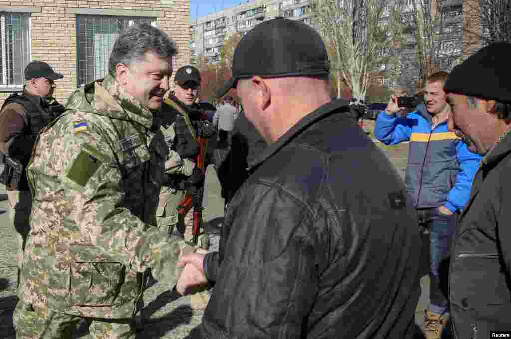 Петро Порошенко відвідав виборчу дільницю в Краматорську
