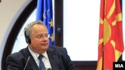 Грчкиот министер за надворешни работи Никос Коѕиас во Скопје (архивска фотографија)