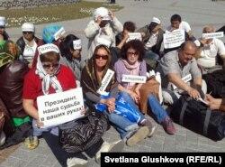 На акции протеста ипотечников. Астана, 27 мая 2013 года.