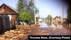 Улица в Чунском районе Приангарья после наводнения
