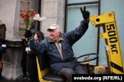 Граф Аляксандар Прушынскі на маршы пэнсіянэраў у Менску