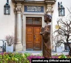 Пам'ятник королеві Франції Анні Київській у польському Кракові