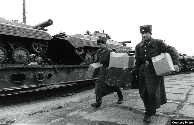 Вывод советских войск из Чехословакии в 1990 году