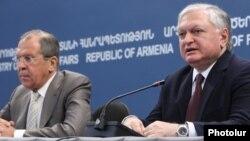 Սերգեյ Լավրովն ու Էդվարդ Նալբանդյանը համատեղ մամուլի ասուլիսում: Երևան, 23-ը հունիսի, 2014թ.
