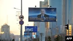 Предвыборный билборд президента Казахстана Нурсултана Назарбаева. Астана, 1 апреля 2011 года.