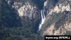 Двух человек спасатели вывели к водопаду Учан-Су