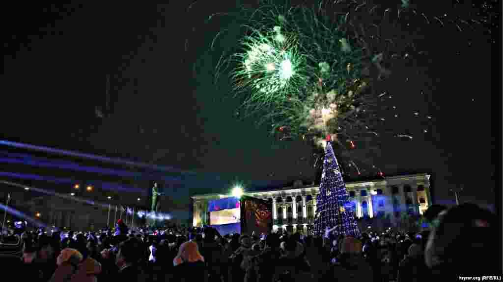 Новорічний салют в Сімферополі, 31 грудня 2015 року