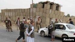 Місцева поліція Афганістану на блок-пості в районі Чардара, 23 червня 2015 року
