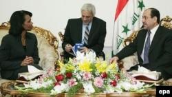 کاندولیزا رایس در دیداری ۴۵ دقیقه ای با نوری المالکی، نخست وزیر عراق، پیام تبریک جرج بوش را به خاطر تصویب قانونی جدید ابلاغ کرد.