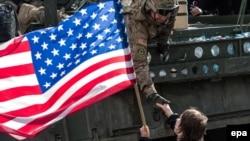 Чехи -- Цхьаьнатоьхначу Штатийн байрак карахь маршалла хоттуш ю Iамеркин эскархочуьнга Чехин яхархо, 'Dragoon Ride' цIе йолу рейд дIахьош Iамерки Армин дакъош а долуш. ПрахIа, Заз. 30, 2015