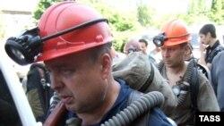 Скочинский исемендәге күмер базында шартлаудан соң. 8 июнь 2009