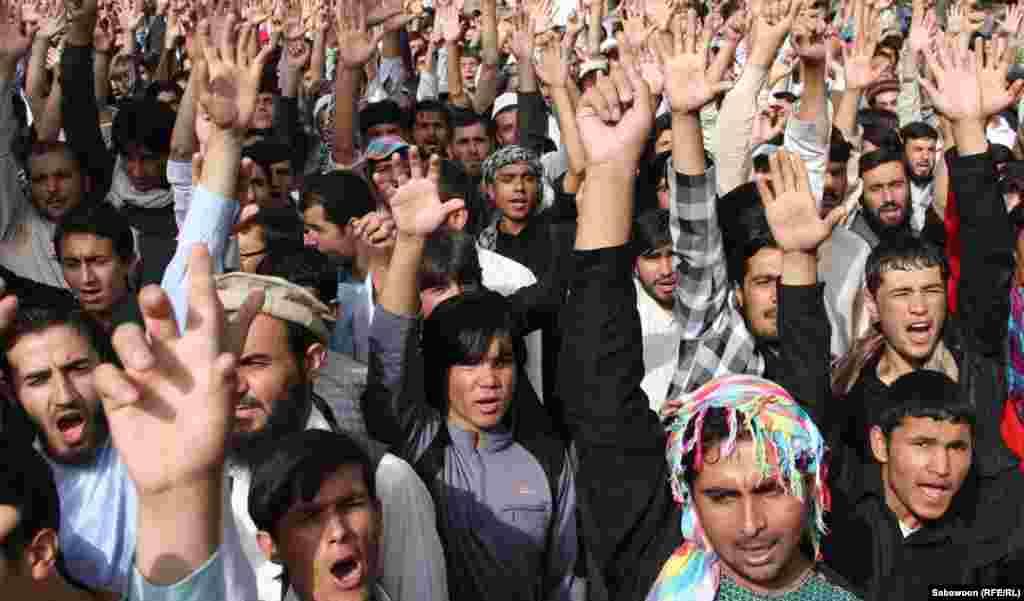 В Афганістані, у столиці Кабулі відбулася багатотисячна демонстрація, учасники якої закликали до «смерті Америці», 17 вересня 2012 року