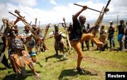 Воины зулу провожают Нельсона Манделу в лучший мир. 15 декабря 2013 года