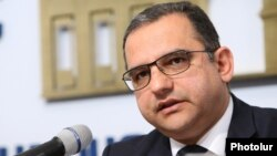 Armenia -- Economy Minister Tigran Khachatrian at a news conference in Yerevan, April 4, 2020.