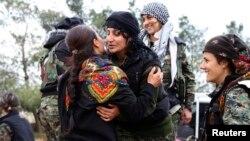 گروهی از مدافعان کرد کوبانی