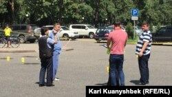 Место, где велась стрельба. Пересечение улиц Абылай-хана и Казыбек-би. Алматы, 18 июля 2016 года.