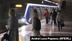 Metrou sau autobuz, unde este mai aglomerat
