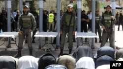 Мусульмане у входа в Старый город