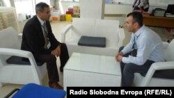 Средба на Амбасадорот на Албанија во Македонија Арбен Чејку со претседателот на Општинската изборна комисија на Струга Џенгис Хани.