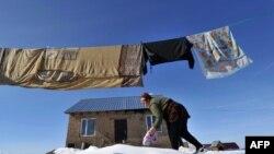 По данным Нацстаткома, уровень бедности в регионах Кыргызстана постепенно идет на спад.