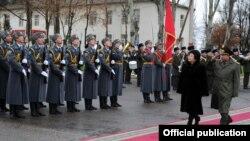 Қирғизистон президенти Ўтунбаева 1 декабр куни истеъфога чиқади.