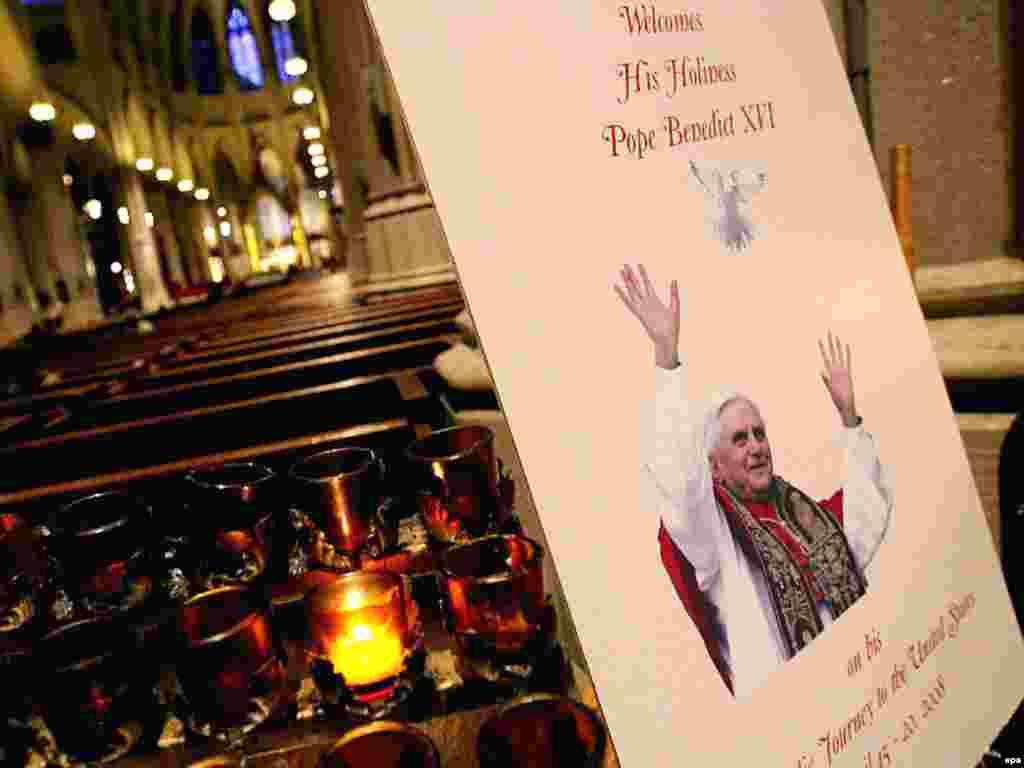 Приготовления к папской мессе в соборе Святого Патрика в Нью-Йорке, 14 апреля 2008 года