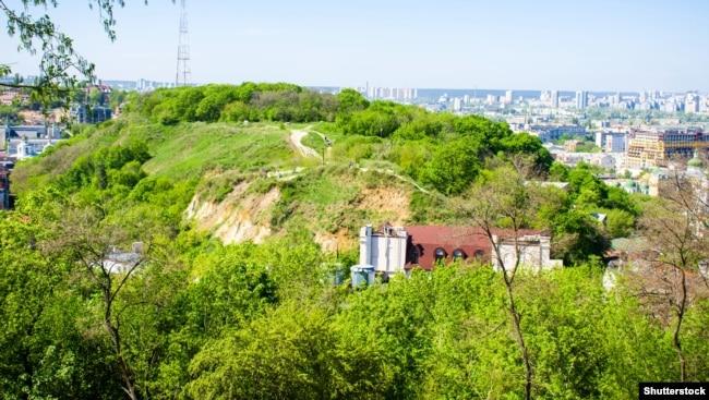 Замкова гора, Хоривиця, або Киселівка чи Флорівська (або Фролівська) гора – історична місцевість Києва. Місце колишнього розташування Київського замку