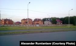 """Омск. Коттеджи, построенные на """"огородной"""" земле"""