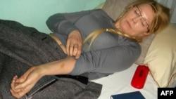 Украина собиқ бош вазири Юлия Тимошенкога нисбатан қамоқда қўпол муомалада бўлингани айтилмоқда.