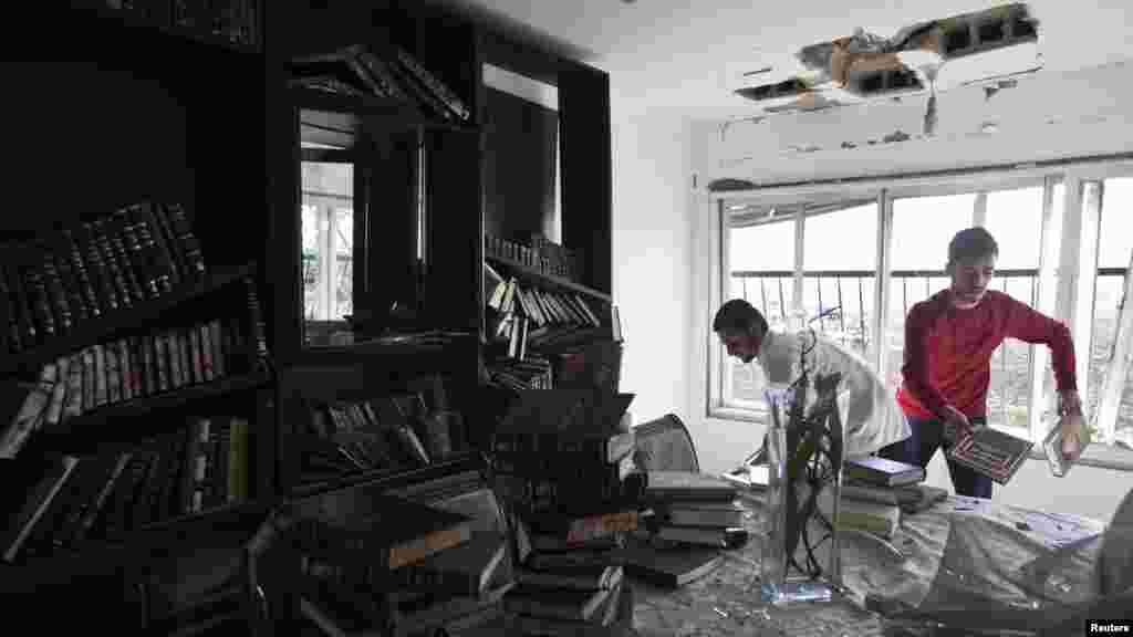 В ізраїльському домі в місті Кір'ят-Малахі після палестинського удару 15 листопада 2012 року