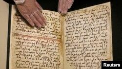 """Birminhem Universitetində sərgiyə çıxaırlmış """"Quran"""" əlyazması, 22 iyul, 2015-ci il"""