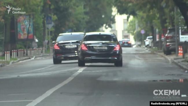 Інших автівок посадовців, які могли б перебувати на зустрічі президента Зеленського і міністра Авакова, журналісти тоді не помітили
